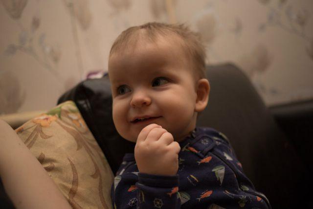 Малыш отмечает НГ))))))